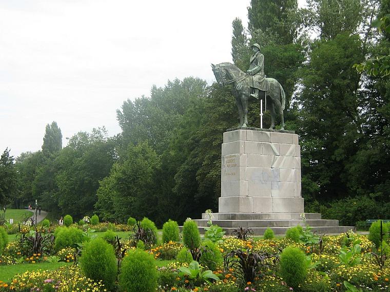 belgium_statue