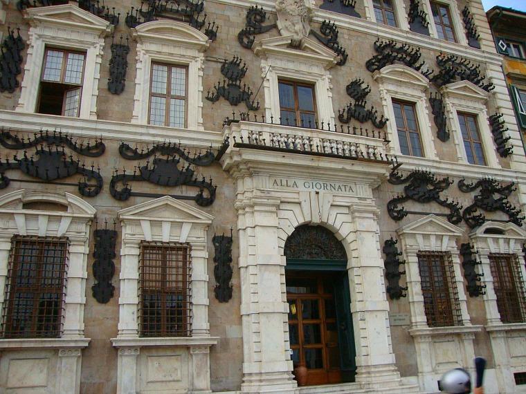 italy_pisa_building
