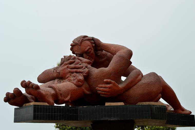 El Beso, in Parque del Amor.