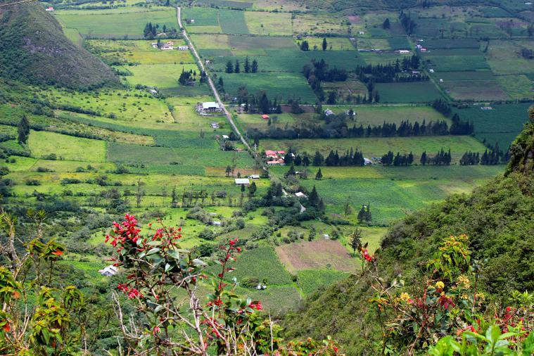 ecuador-el-crater-valley