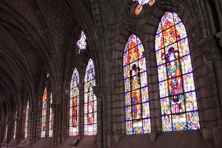 ecuador-quito-inside-cathedral