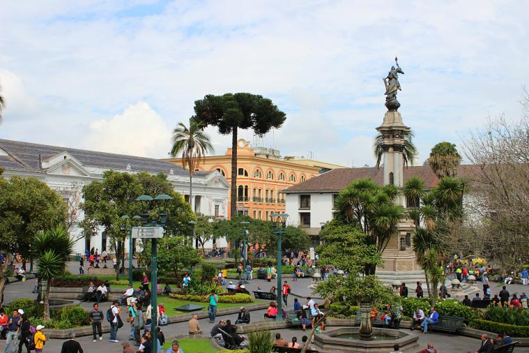 ecuador-quito-plaza-bolivar