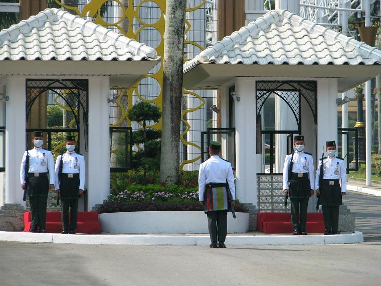 brunei-guards