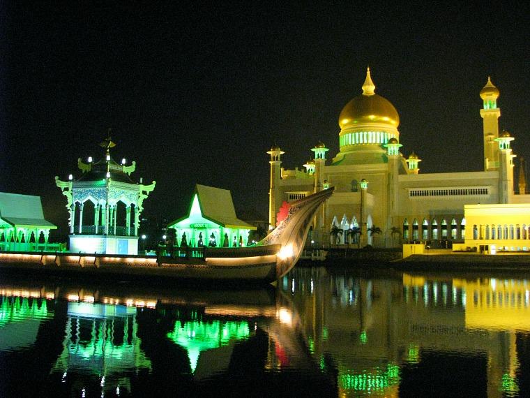 The stunning Omar Ali Saifuddien Mosque
