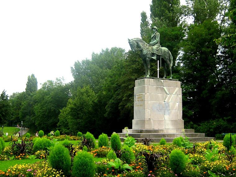 bruges belgium statue