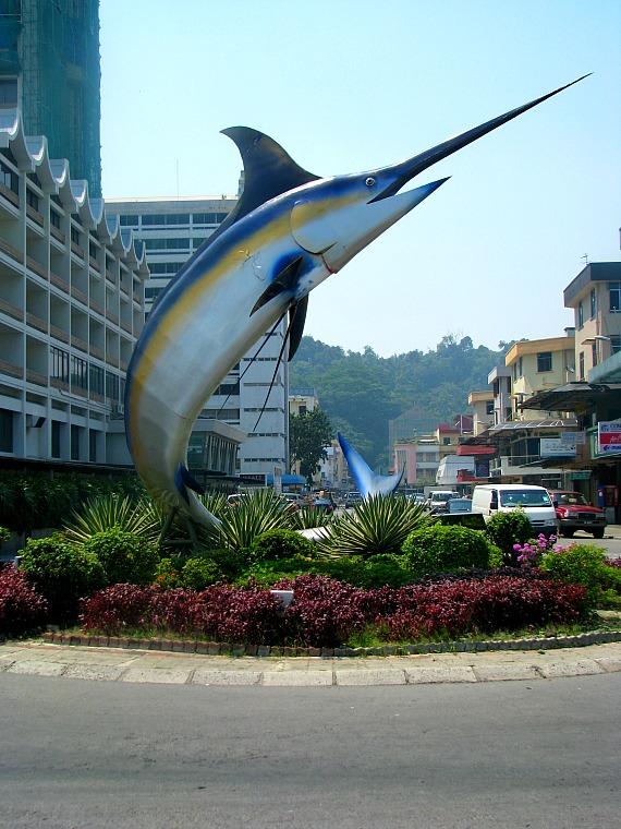 kota kinabalu fish statue