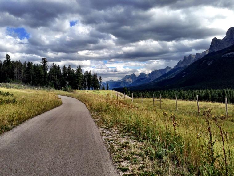 canada-banff-legacy-trail-pathwasy