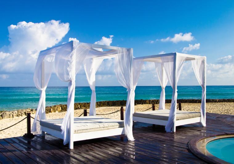 resort beach canopy beds