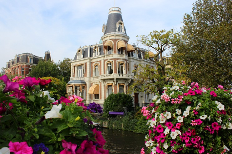 netherlands-amsterdam-pretty-house