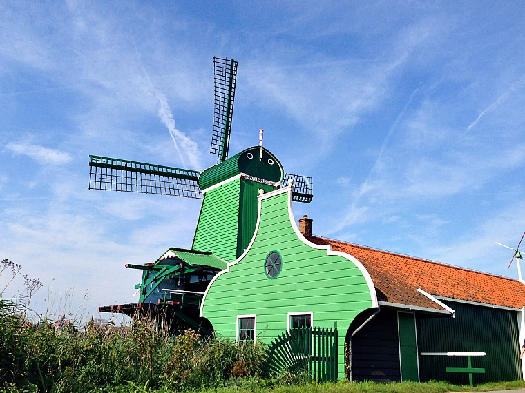 netherlands-zaanse-schans-green-windmill