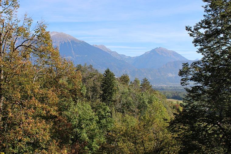 slovenia-lake-bled-mountains