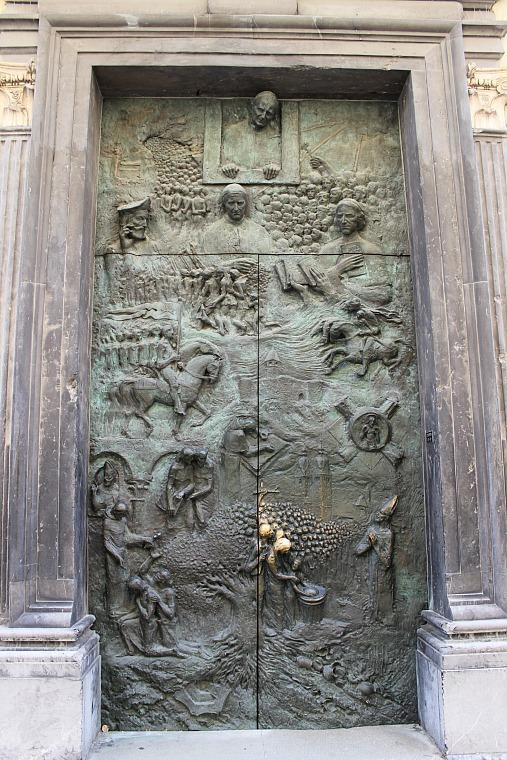 slovenia-ljubljana-door
