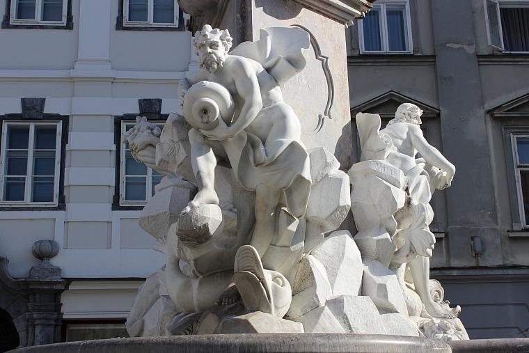 slovenia-ljubljana-fountain