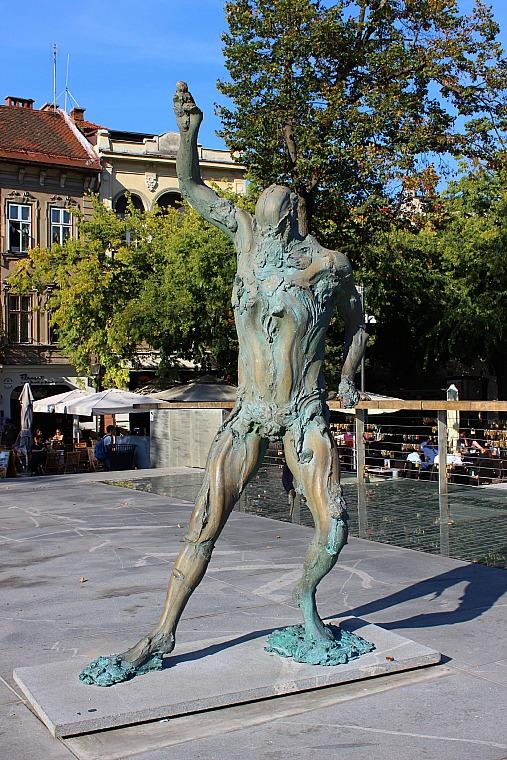 slovenia-ljubljana-statue3