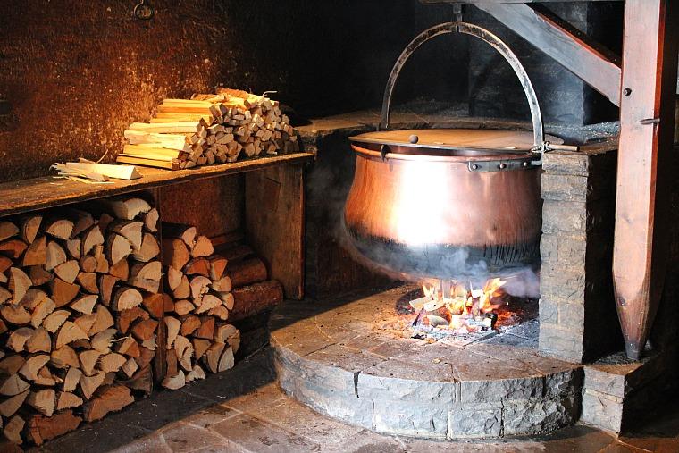 switzerland-emmental-pot