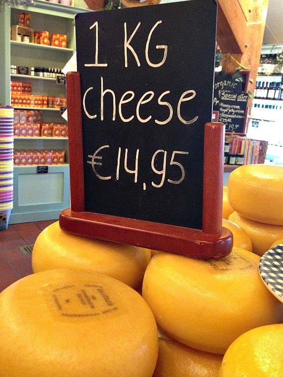 netherlands-zaanse-schans-cheese-stand