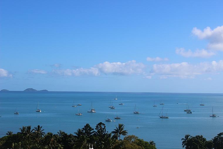 australia-airlie-beach-boats