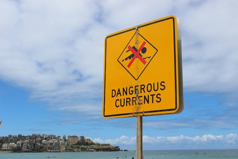 australia-sydney-coastal-walk-sign