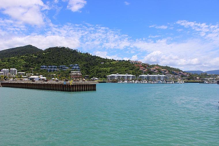 australia-airlie-beach-ferry