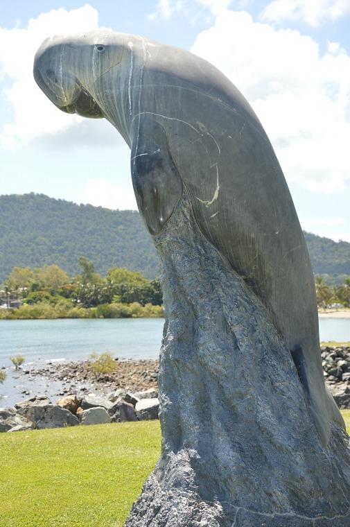 australia-airlie-beach-statue