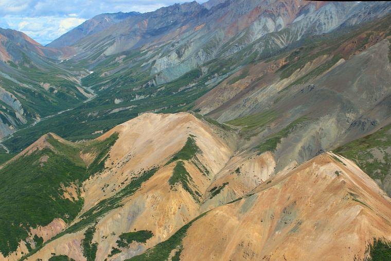 Canada-Yukon-Glacier-Tour-mountain-range-2