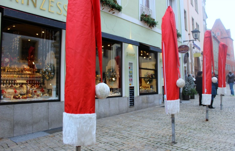 Even the umbrella poles get excited about Christmas in Regensburg!