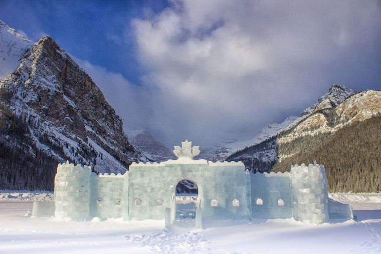 Canada-Alberta-Lake-Louise-ice-castle-5