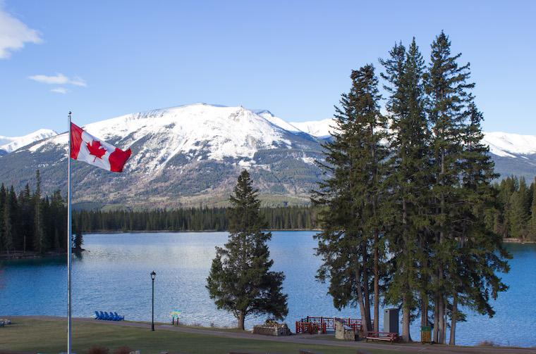 Canada-Alberta-Jasper-Lake-14