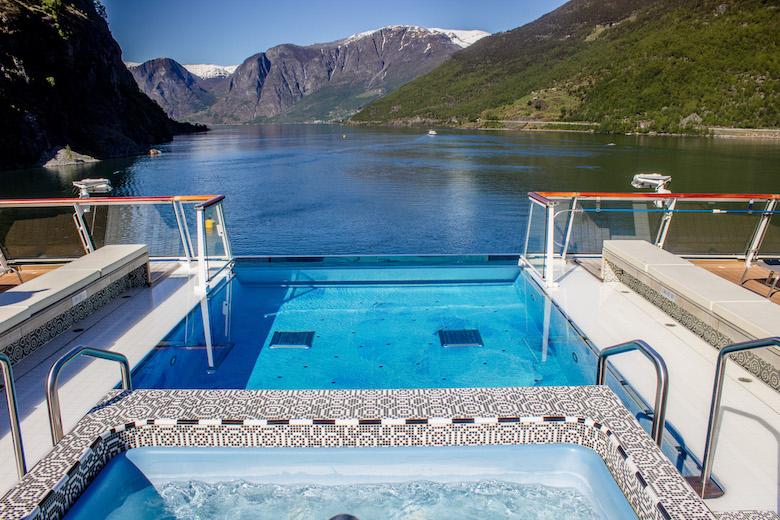 Viking-Cruise-infinity-pool