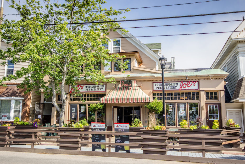 Canada-Nova-Scotia-Wolfville-pub